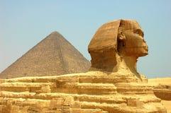Pirámide y Sphynx Fotos de archivo