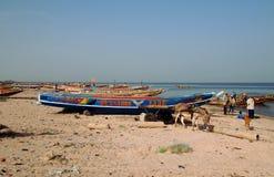 Piroghe di pesca sul fiume di Saloum fotografia stock libera da diritti