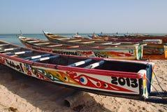 Piroghe di pesca sul fiume di Saloum fotografia stock