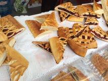 Pirogi russe de tartes à vendre à Moscou, Russie photo libre de droits