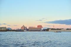 Pirogovskaya堤防在StPetersburg 库存照片