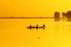 Pirogue sul fiume di Niger Immagini Stock Libere da Diritti