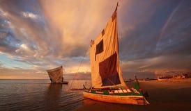 Pirogues tradicionais da pesca em Anakao, Madagáscar Fotos de Stock Royalty Free