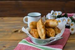 Pirojki Rissol delicioso tradicional do russo fotos de stock royalty free