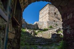 PIROT, СЕРБИЯ -16 АПРЕЛЬ 2016: Изумительный взгляд крепости Pirot, Сербии Стоковые Фото