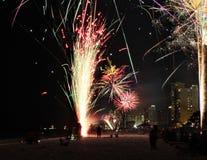 Pirotecnia da celebração do lapso de tempo dos fogos de artifício de florida da praia da Cidade do Panamá imagem de stock royalty free