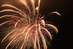 Pirotecnia de la celebración del lapso de tiempo de los fuegos artificiales de la Florida de la playa de ciudad de Panamá imagen de archivo