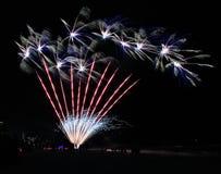 Pirotecnia de los fuegos artificiales del Golfo de México de la playa de ciudad de Panamá pintoresca foto de archivo
