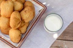 Pirozhki, rosyjski tradycyjny jedzenie w talerzu Obrazy Royalty Free