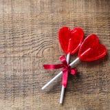 Piruleta en forma de corazón del caramelo para el día de tarjetas del día de San Valentín Fotografía de archivo libre de regalías
