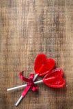 Piruleta en forma de corazón del caramelo para el día de tarjetas del día de San Valentín Fotos de archivo libres de regalías