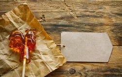Piruleta, pollo en el papel de Kraft Imágenes de archivo libres de regalías
