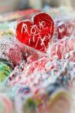 Piruleta roja del corazón Fotos de archivo libres de regalías