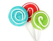 Piruletas coloreadas en un palillo Fotos de archivo libres de regalías