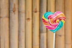 Piruletas coloridas del corazón Fotos de archivo libres de regalías