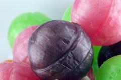 Piruletas con la fruta bio fotografía de archivo libre de regalías