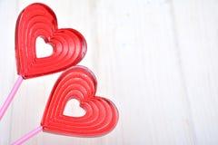 Piruletas para las tarjetas del día de San Valentín Fotos de archivo libres de regalías