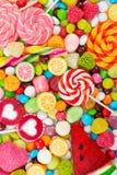 Piruletas y caramelo coloridos Visión superior Imagen de archivo libre de regalías
