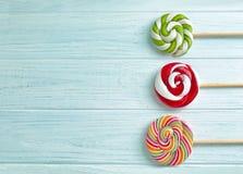 Pirulitos coloridos no fundo Fotos de Stock Royalty Free