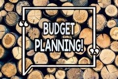 Pisać nutowym seansu budżeta planowaniu Biznesowa fotografia pokazuje Pieniężnego planowania cenienie przychody i koszty Drewnian obrazy royalty free