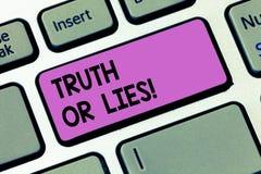 Pisać nutowym showingTruth Lub kłamstwach Biznesowy fotografii pokazywać Decyduje między fact lub mówić kłamstwo wątpliwości zami ilustracji