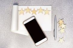 Pisać 5 gwiazd przegląda pojęcie Obrazy Royalty Free