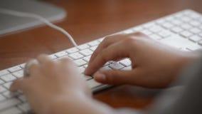 Pisać na maszynie na klawiaturze