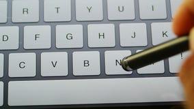 Pisać na maszynie przypadkowy na Łacińskiej klawiaturze zdjęcie wideo