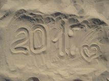 Pisać na piaskowatej plaży w popołudniu Zdjęcia Royalty Free