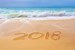 2018 pisać na piasku plaża, podróż nowego roku pojęcie Obrazy Stock