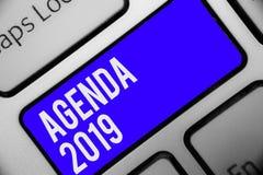 Pisać nutowej pokazuje agendzie 2019 Biznesowa fotografia pokazuje listę aktywność w rozkazie który brać w górę Klawiaturowy błęk ilustracja wektor