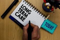 Pisać nutowej pokazuje Długookresowej opiece Biznesowa fotografia pokazuje Dorosłej medycznej karmiącej opieki zdrowotnej emerytu fotografia royalty free