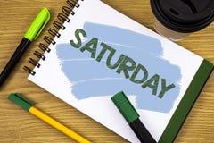 Pisać nutowej pokazuje Sobocie Biznesowa fotografia pokazuje Pierwszy dzień weekendowy Relaksujący czasu wakacje czasu wolnego mo Obrazy Royalty Free