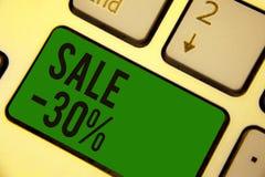 Pisać nutowej pokazuje sprzedaży 30 Biznesowa fotografia pokazuje A promo cenę rzecz przy 30 procentów markdown klawiatury zielen ilustracji