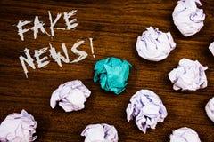 Pisać nutowej seans imitaci wiadomości Motywacyjnym wezwaniu Biznesowe fotografie pokazuje Fałszywego Niepotwierdzonego Ewidencyj zdjęcia stock