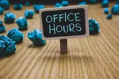 Pisać nutowemu seansowi Biurowych godzinach Biznesowa fotografia pokazuje godziny które normalnie prowadzą Pracujący czas Blackbo fotografia royalty free
