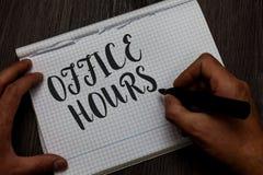 Pisać nutowemu seansowi Biurowych godzinach Biznesowa fotografia pokazuje godziny który normalnie prowadzącym Pracującego czasu m obrazy royalty free