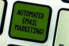 Pisać nutowy seans Automatyzującym emaila marketingu Biznesowa fotografia pokazuje emaila wysyłał automatycznie lista pokazywać ilustracji