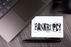 Pisać nutowym pokazuje bankructwie Biznesowa fotografia pokazuje firmy pod kryzysem finansowym iść bankrutem z opadającym sprzeda Zdjęcia Stock