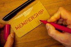 Pisać nutowym pokazuje członkostwie Biznesowe fotografie pokazuje Być członka częścią grupa lub drużyną Łączą organizationMan two Fotografia Royalty Free