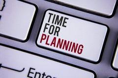 Pisać nutowym pokazuje czasie Dla Planować Biznesowa fotografia pokazuje początek projekt Robi decyzjom Organizatorskiemu rozkład Zdjęcie Royalty Free