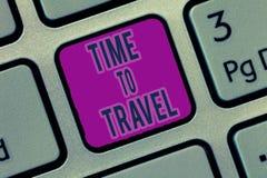 Pisać nutowym pokazuje czasie Podróżować Biznesowa fotografia pokazuje Ruszać się lub iść od jeden miejsca na wakacje inny zdjęcia stock