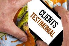 Pisać nutowym pokazuje klientom Testimonial Biznesowa fotografia pokazuje klienta ogłoszenie towarzyskie Doświadcza przegląd opin zdjęcie royalty free