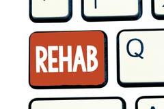 Pisać nutowym pokazuje Rehab Biznesowa fotografia pokazuje kursowego traktowanie dla leka alkoholu zależności typowo przy obrazy stock