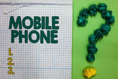 Pisać nutowym pokazuje telefonie komórkowym Biznesowa fotografia pokazuje A handheld przyrząd używać wysyłać otrzymywa wezwania i obrazy stock