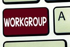 Pisać nutowym pokazuje Workgroup Biznesowa fotografia pokazuje grupy pokazywać czemu normalnie prac wpólnie Drużynowych Coworkers fotografia stock