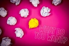 Pisać nutowym seansie Co Wy Chcą pytanie Biznesowa fotografia pokazuje dążenie kontemplaci potrzebę Kontempluje Aspiruje Różowego zdjęcie stock