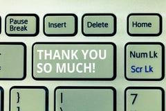 Pisać nutowym seansie Dziękuje Ciebie Tak Dużo Biznesowa fotografia pokazuje wyrażenie wdzięczność powitania docenienie obrazy royalty free