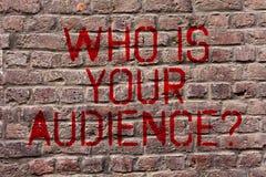 Pisać nutowym seansie Który Jest Twój widowni pytaniem Biznesowy fotografii pokazywać co jest oglądający lub słuchający ono Cegla zdjęcia royalty free
