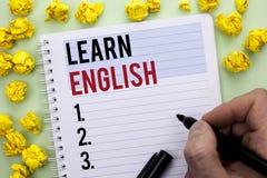 Pisać nutowym seansie Uczy się angielszczyzny Biznesowa fotografia pokazuje naukę inny język Uczy się Coś Cudzoziemski Komunikacy zdjęcia stock
